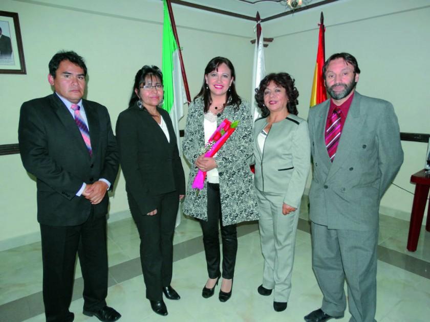 El flamante directorio posesionado a la cabeza de la Dra. Faviola Cruz.