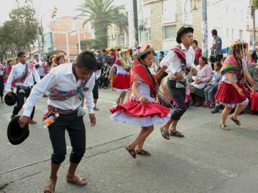 FANDANGO. La delegación del municipio de Incahuasi trajo a la Capital la danza del Fandango Yajaicito con alegría desbor