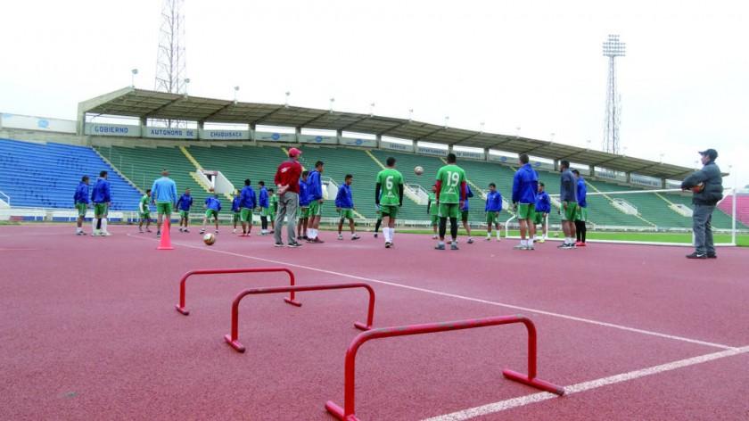 El elenco estudiantil cerró ayer sus prácticas en el estadio Patria, con la mirada puesta en el encuentro de hoy...