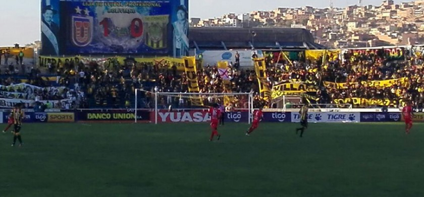Universitario le gana a The Strongest en el Patria. FOTO: CORREO DEL SUR