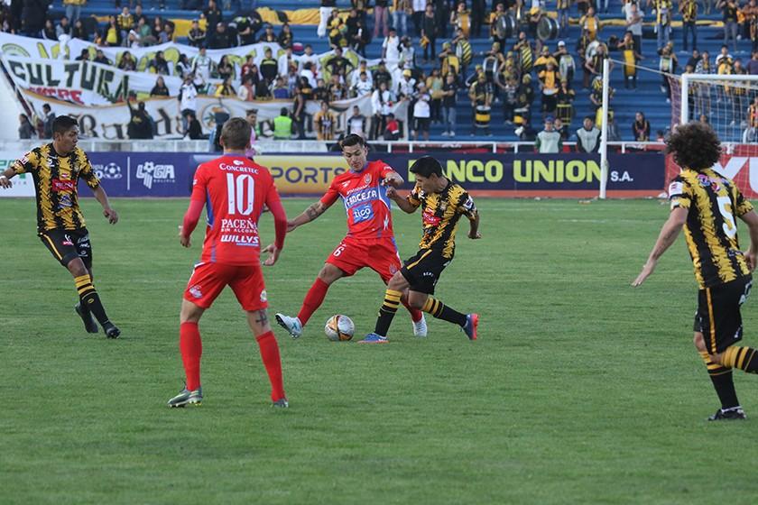 Universitario le gana a The Strongest en el Patria. FOTO: ENRIQUE QUINTANILLA
