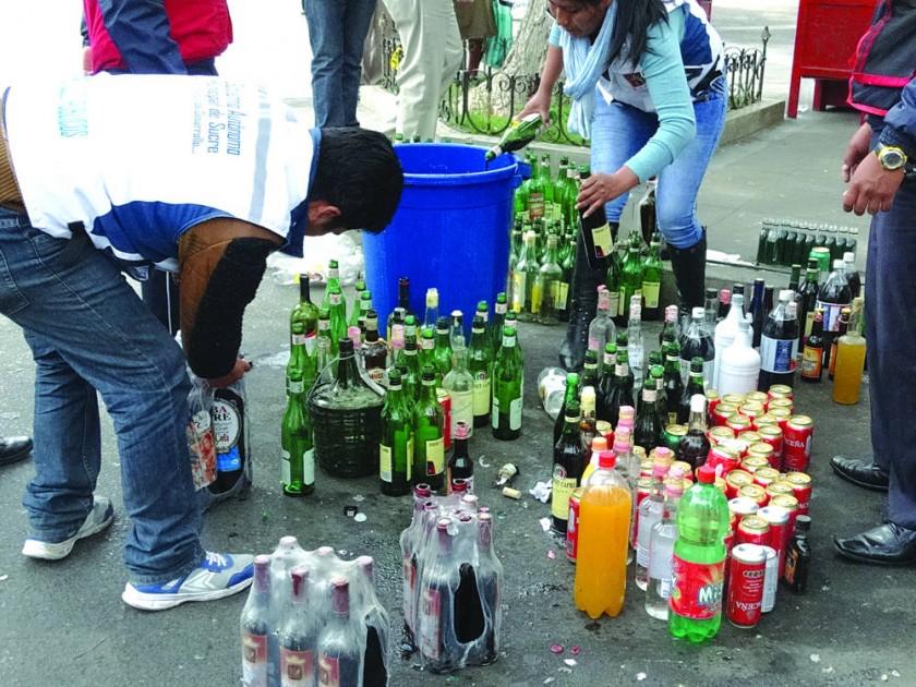 SITUACIÓN. Hubo jóvenes que se alegraron sin beber pero otros no hicieron caso a la prohibición.