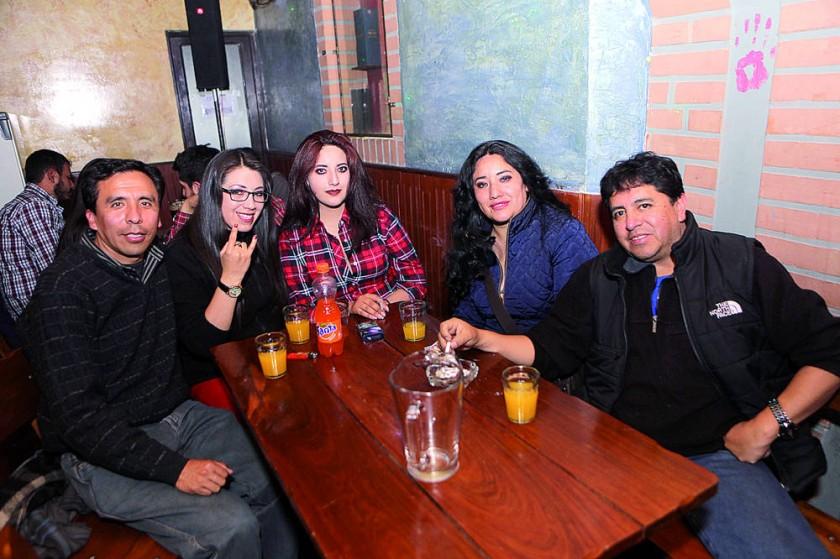 Jimmy Castro, Ilda Caballero, Rashell Howard, Nenita Caballero y Aldo Córdoba.