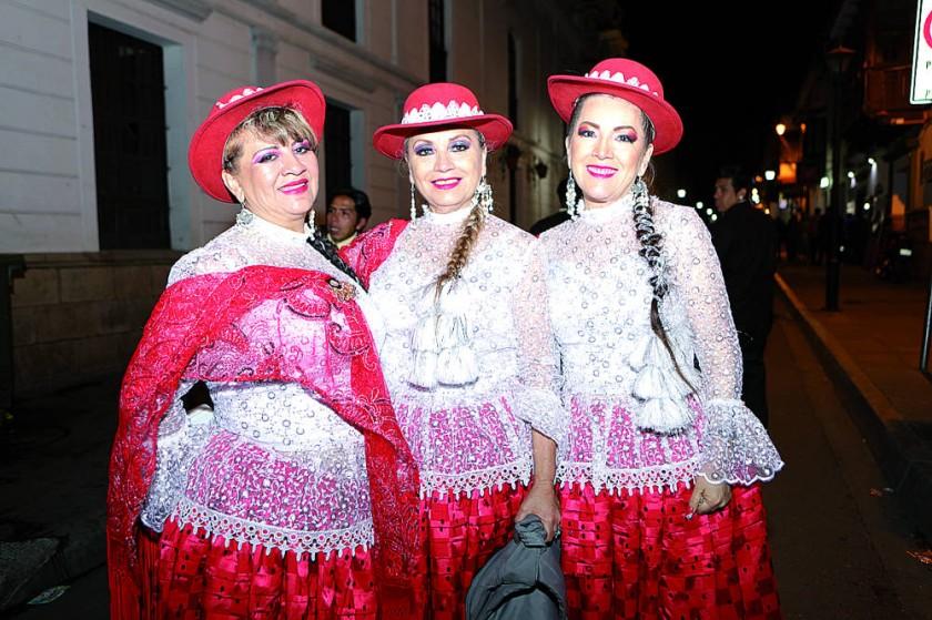 Morenada Intocables: Paola Mostajo, Miriam Sánchez y Silvia Acuña.