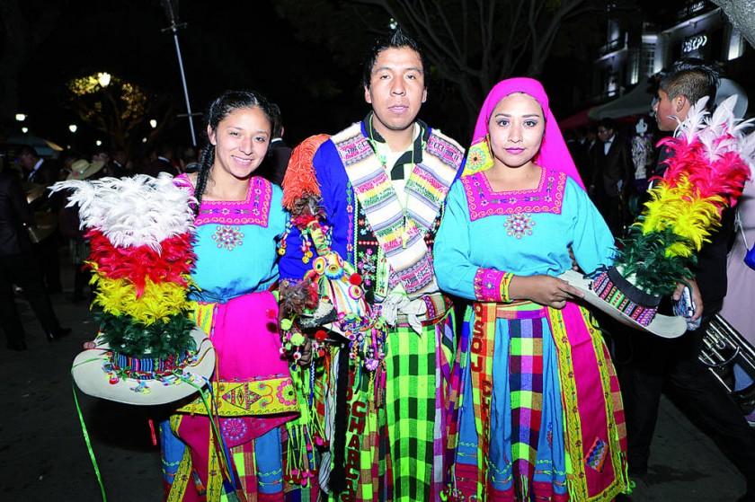 Tinku Mosoj Charcas: Giovana Sandoval,  Andrés Amadeo y Daniela Serrudo.