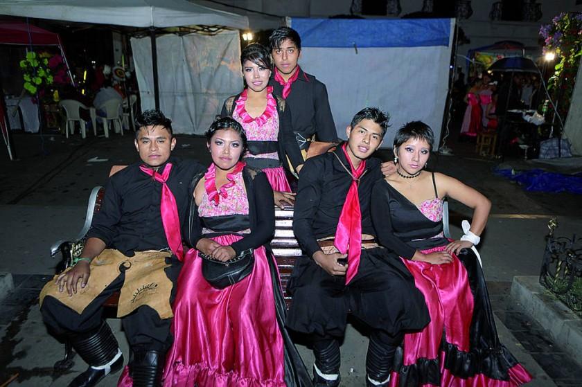 Renacer Chaqueño: Arriba: Daniela Lazcano y Carlos Zárate. Abajo: Ismael Delgado, Vanesa Pinto, Jonathan Córdoba y Noemy