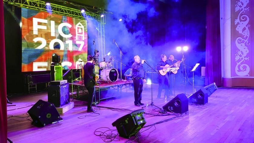 VISITANTES. El grupo argentino Manjay llegó ayer directamente a subirse al escenario.