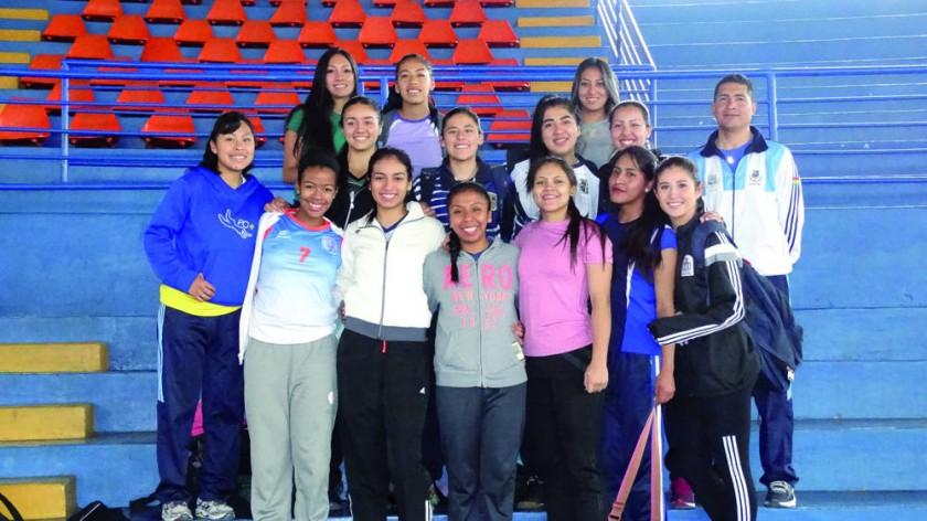 Las preselecciones bolivianas de damas y varones comenzaron a trabajar desde ayer, en Sucre.