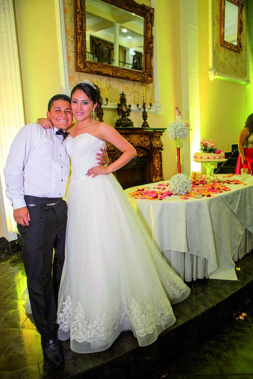 Los novios, Carlos Núñez Tonelli y Leslie Cárdenas Alvarado.