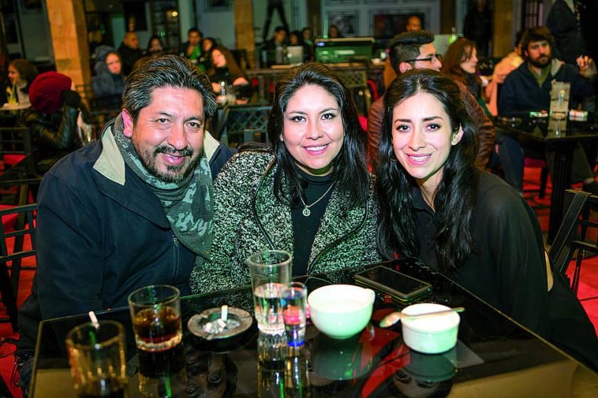 Alfredo Velásquez, Eliana Ortiz y Casandra Urquidi