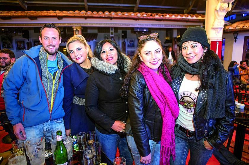 Araud Schmidt, Glenda Dávalos, Roxana Sequeiros, Ximena Sauma y Sonia Dávalos.