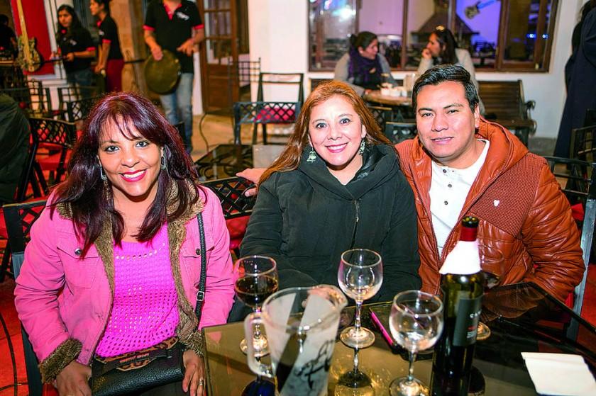 Patricia Pereira, Jaqueline Bayo y Marco Arancibia.