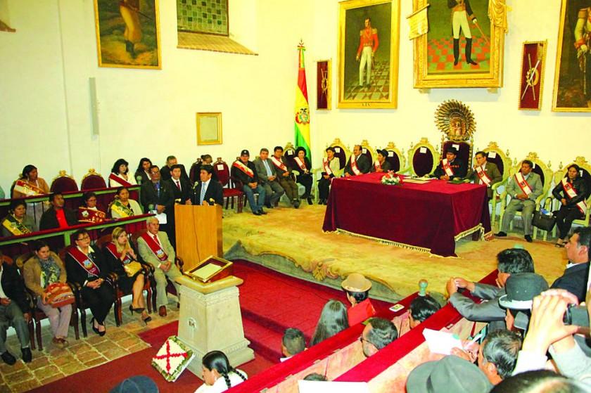 HOMENAJE. En un acto en el patio del templo de San Lázaro, la Alcaldía entregó el Escudo de Armas a 29 personalidades, i