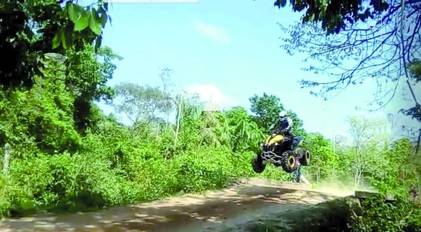 Una imagen del accidente de José Miguel Vaca Díez, captada de un video que circuló en las redes sociales.