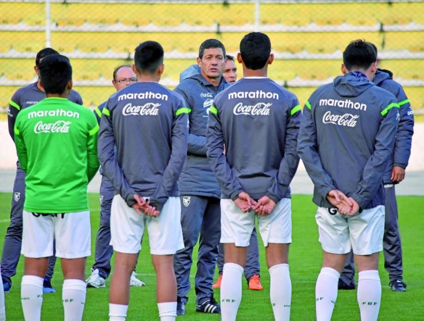 La Selección Nacional trabajó en doble turno ayer, en el estadio Hernando Siles.