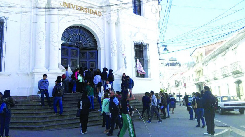 DEMANDA. La FUL tomó las facultades de la Universidad desde el miércoles.