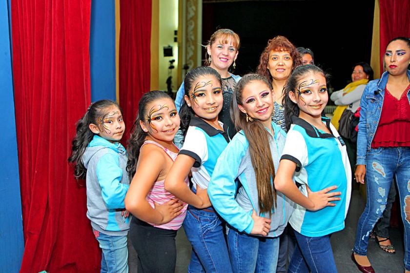 Atrás: Gabriela Barja y Giovana Casso. Adelante: Abril Torres, Gabriela Pemintel, Andrea Almendras, Luciana Ortuste y...