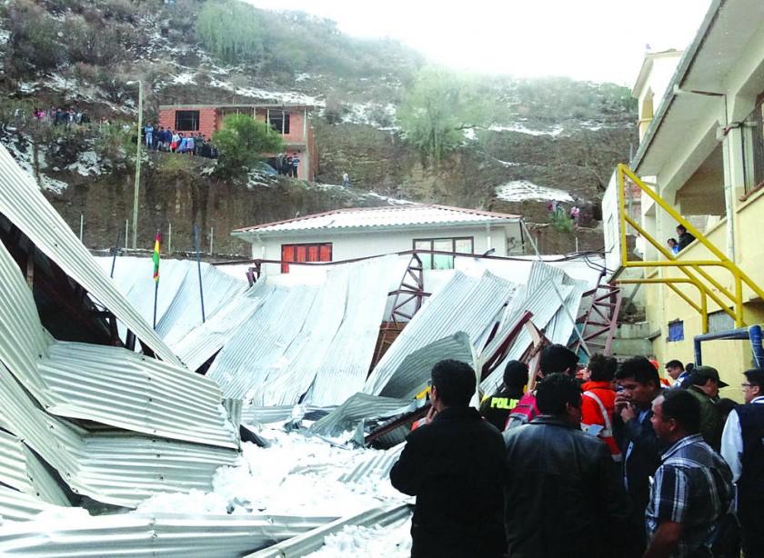 Padres de colegio Aniceto Arce exigen obras tras caída de tinglado