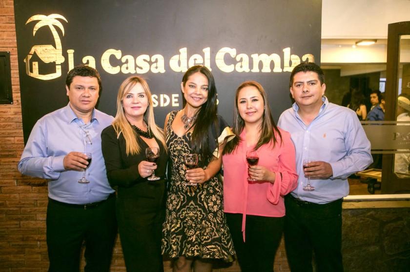 Propietarios de la franquicia en Sucre: Fernando Cabrera, Edna Gonzales, Guísela Santa Cruz, Saray Ortega y Sergio...