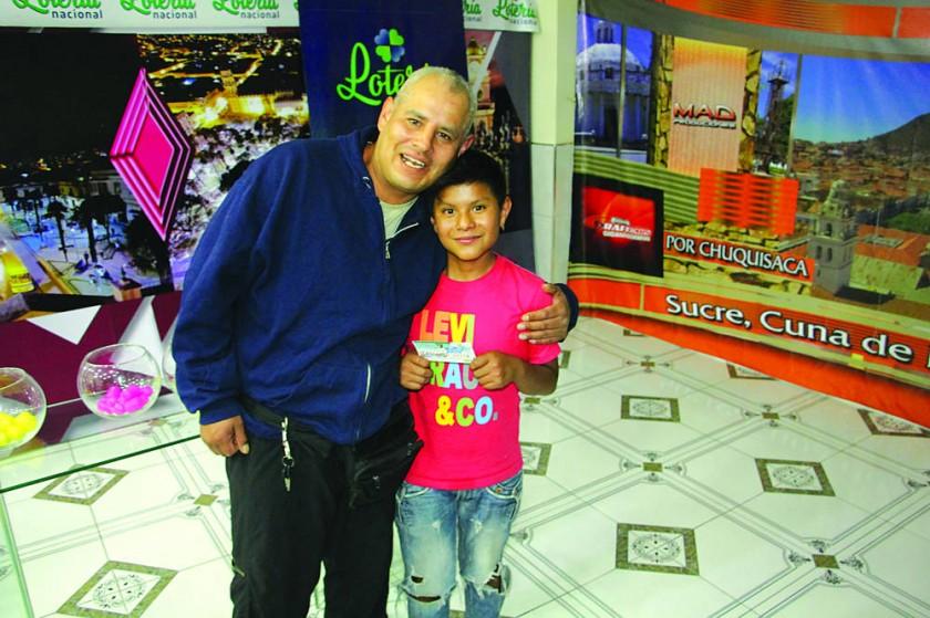 Un niño confió en la suerte y ganó la Lotería en Sucre para su familia
