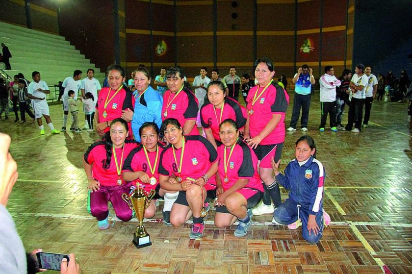 Las campeonas de fútbol  de salón