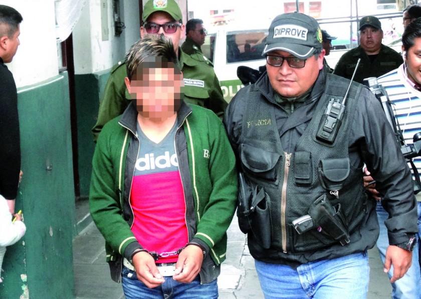 APREHENDIDO. El sospechoso de acuchillar a su ex pareja y a la madre de ésta fue trasladado de Padilla a Sucre la...
