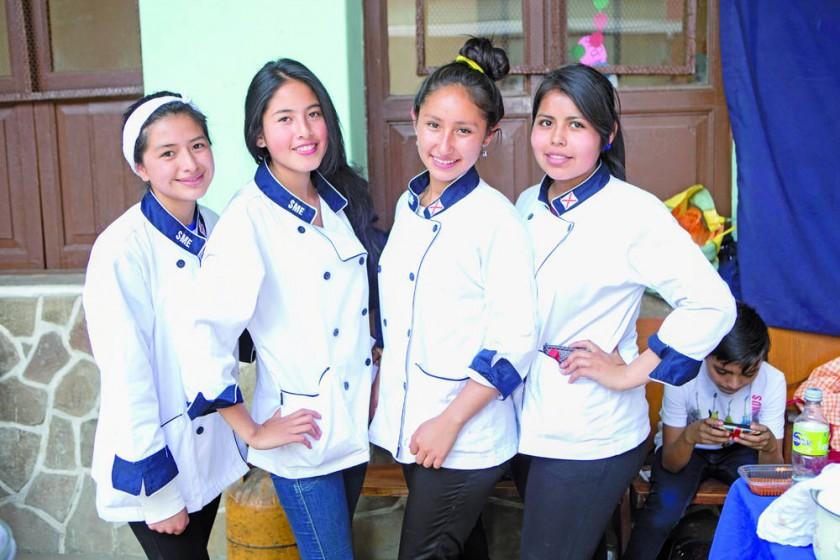 Jhoselin Cordoba, Rosario Montoya, Carla Durán y Alison Hermoso.