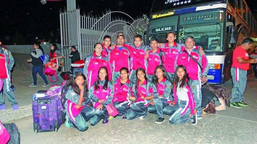 Los estudiantes del colegio Max Fernández de Monteagudo antes de partir a La Paz