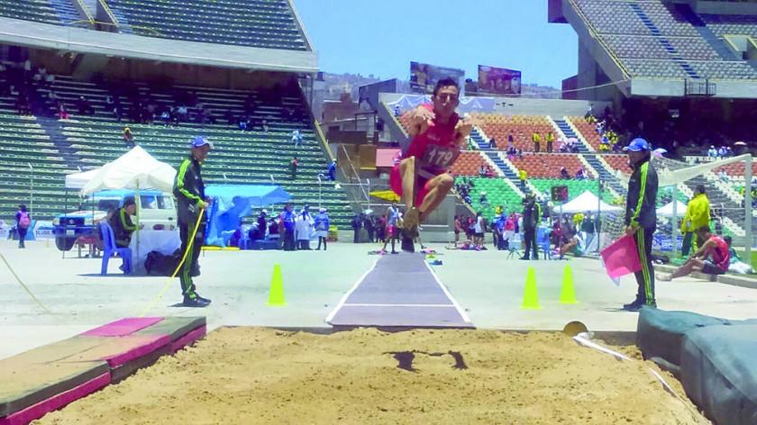 Miguel Ortuste se colgó la medalla de bronce en la prueba de salto alto en una jornada regular para Chuquisaca.