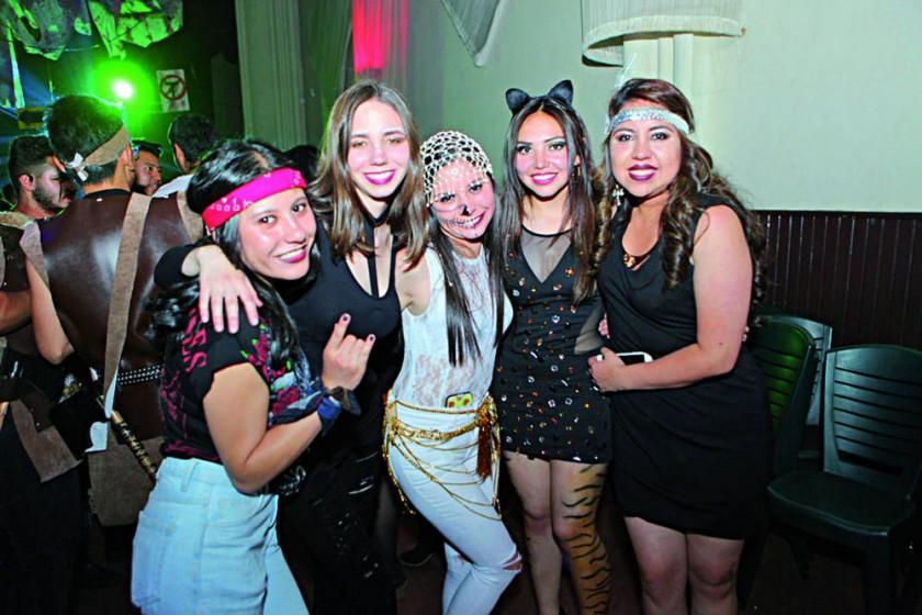 Ericka Arandia, Issa Saavedra, Daniela Roncal, Alejandra Bravo y Stefanie Murillo.