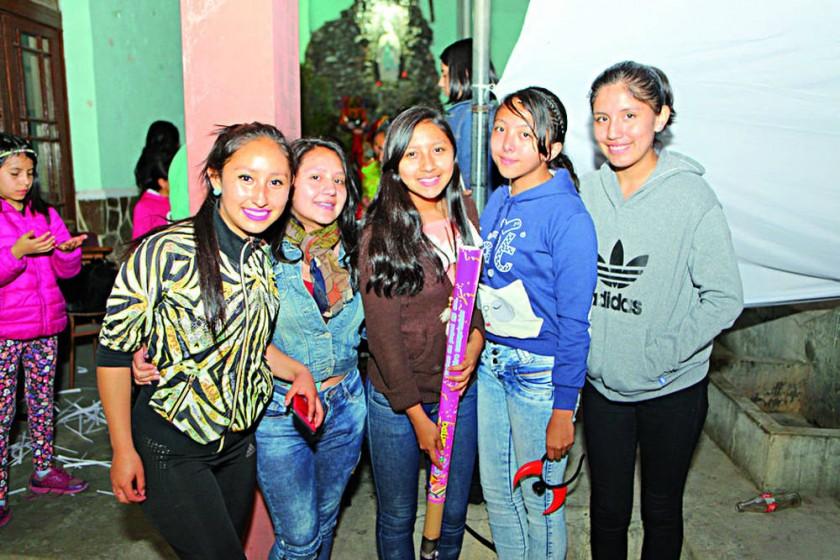 Carla Durán, Laura Flores, Alondra Díaz, Elsa Vargas  y Nataly Velásquez.