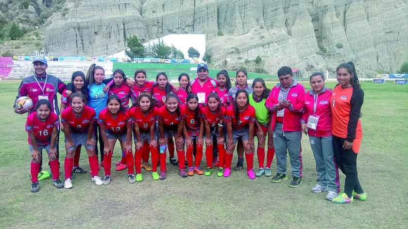 Una imagen de equipo femenino del fútbol de Lucio Siles de Monteagudo, que se ganó ayer el derecho de pelear por una...