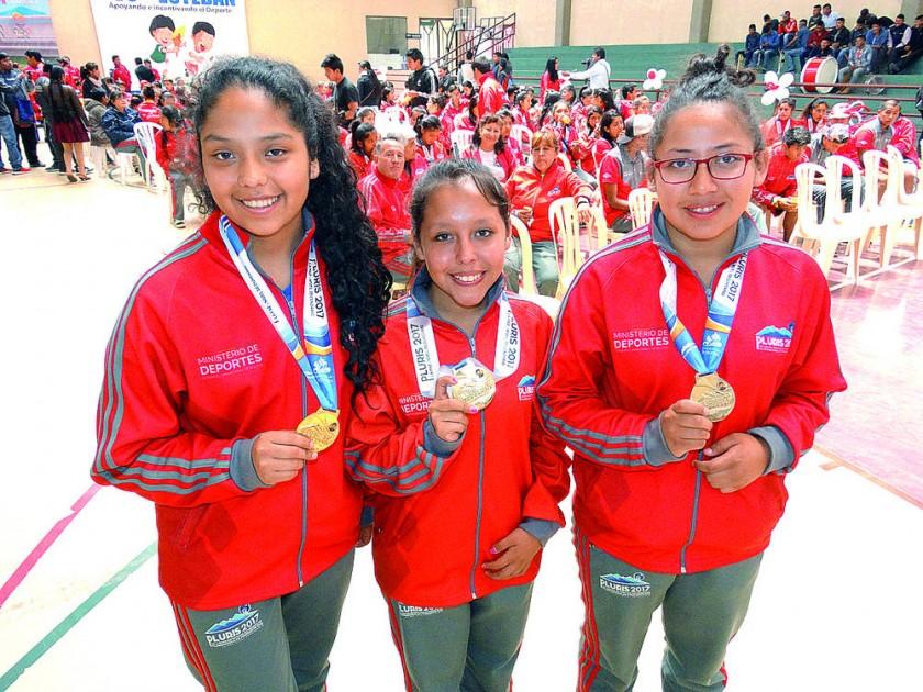 El tridente de San Juanillo, tricampeón en raqueta frontón.