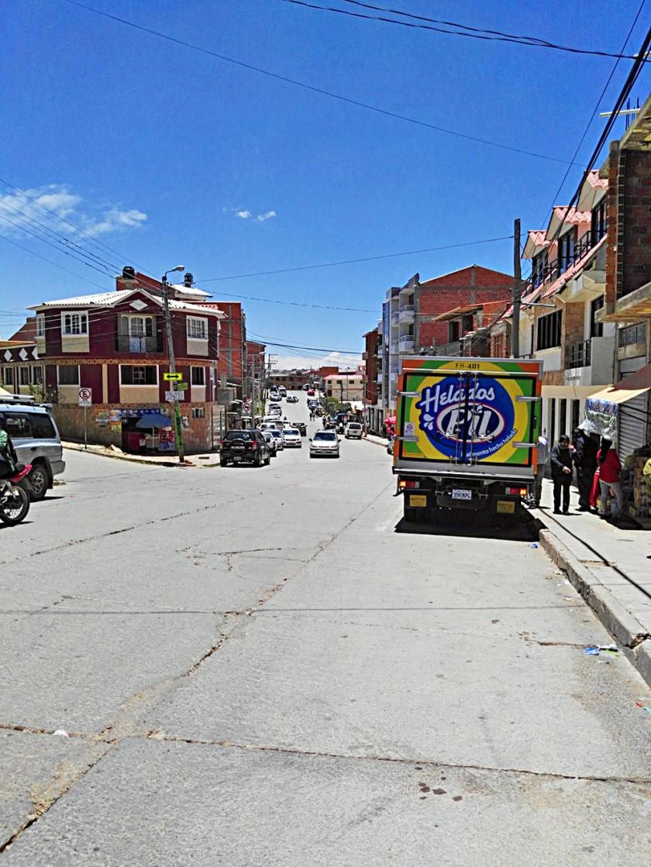 Los negocios que se abren en la avenida 6 de Agosto deberían ser formalmente establecidos y no improvisados. capitales