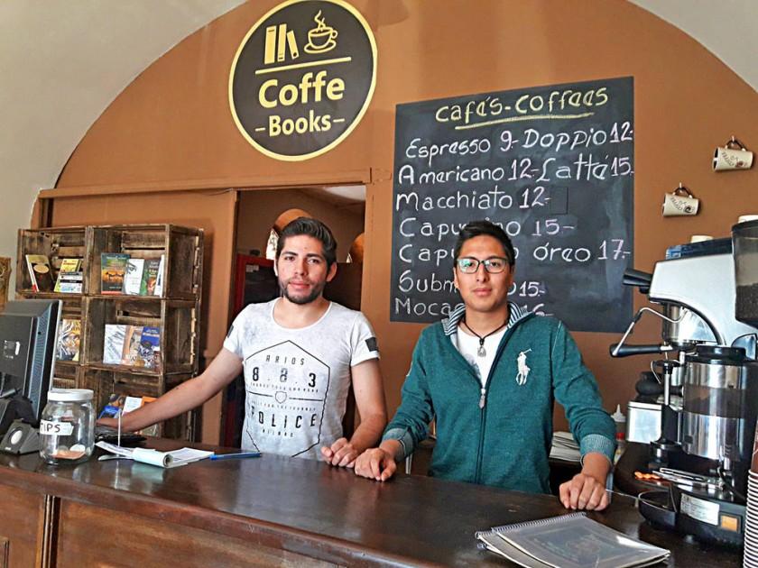 Mauricio Portillo Pino y Nicolás Antonio Clavijo, en su nuevo café. CAPITALES
