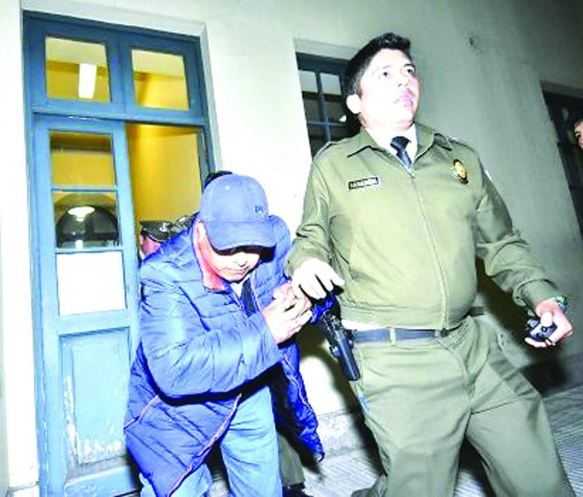 DETENIDO. El padre de Juan Pari, Secundino Pari, a su salida de la audiencia cautelar en La Paz.