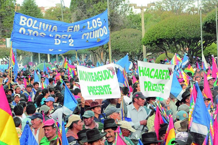 VISITANTES. Los simpatizantes del Chaco chuquisaqueño que marcharon en Sucre, ayer.