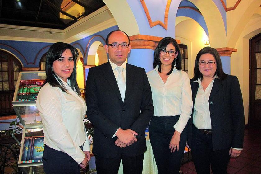 Ejecutivos de Nacional Seguros: Patricia Ovando, Rubén Roncal,  Carmen Torricos y Laura Envelez.
