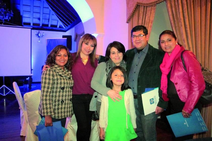 Alcira Barja, Pilar Rivero, Marcela Zuleta (Ada Belén Joffré), Iván ramos y Gladys Vedia.
