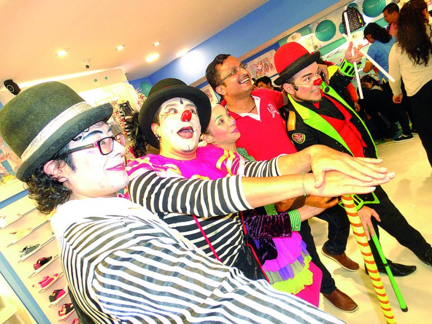 Circo Teatro Gelatina y Shambhu Nath Jha.