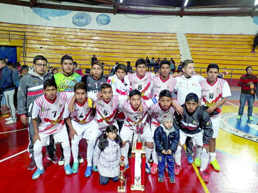 La selección chuquisaqueña celebró en el Nacional de fútbol de salón.