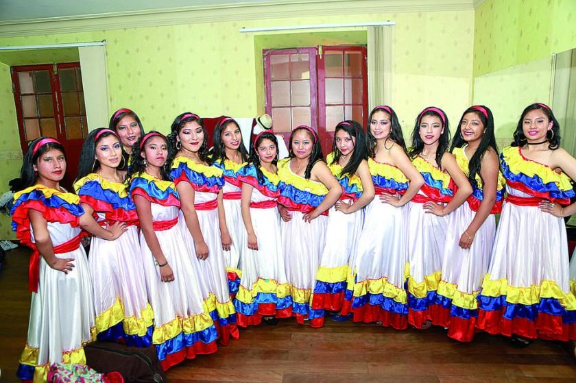 """""""La Caderona"""", danza ecuatoriana, 4to """"A"""" y """"B""""."""