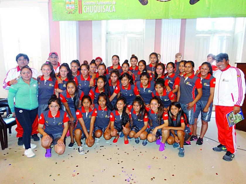 Las selecciones chuquisaqueñas fueron presentadas ayer en un acto especial organizado por la Gobernación.