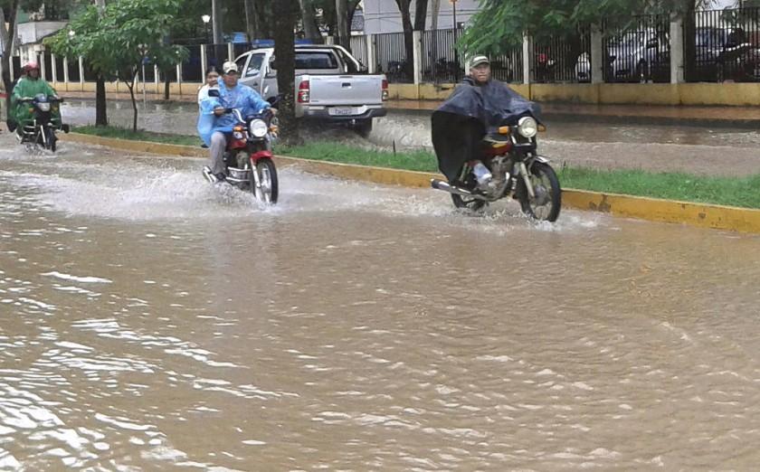 Beni. Así se veía ayer el centro de Trinidad, a raíz de la acumulación de agua por la lluvia.