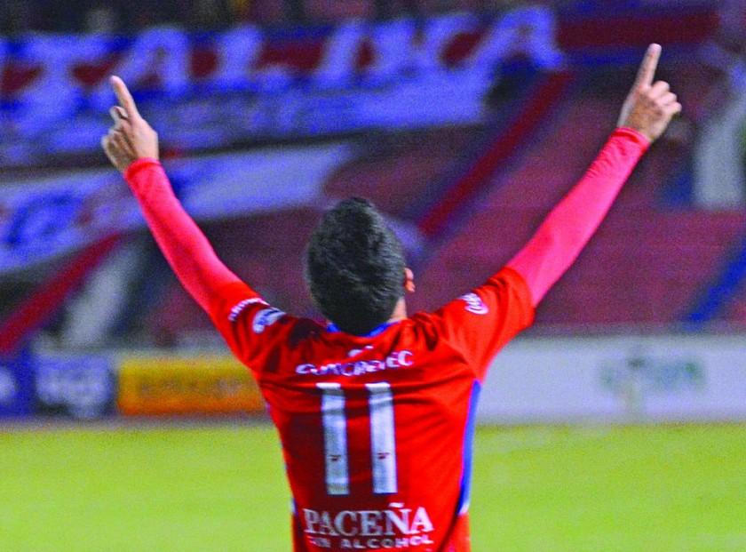 """La """"U"""" gana 2-0 a Nacional y se aferra a la Liga"""