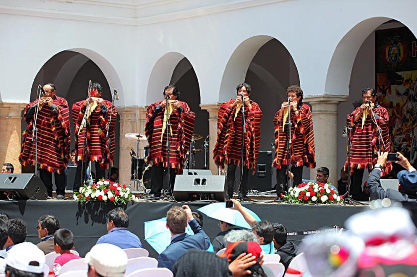 El grupo Los Masis amenizó el acto con su música.