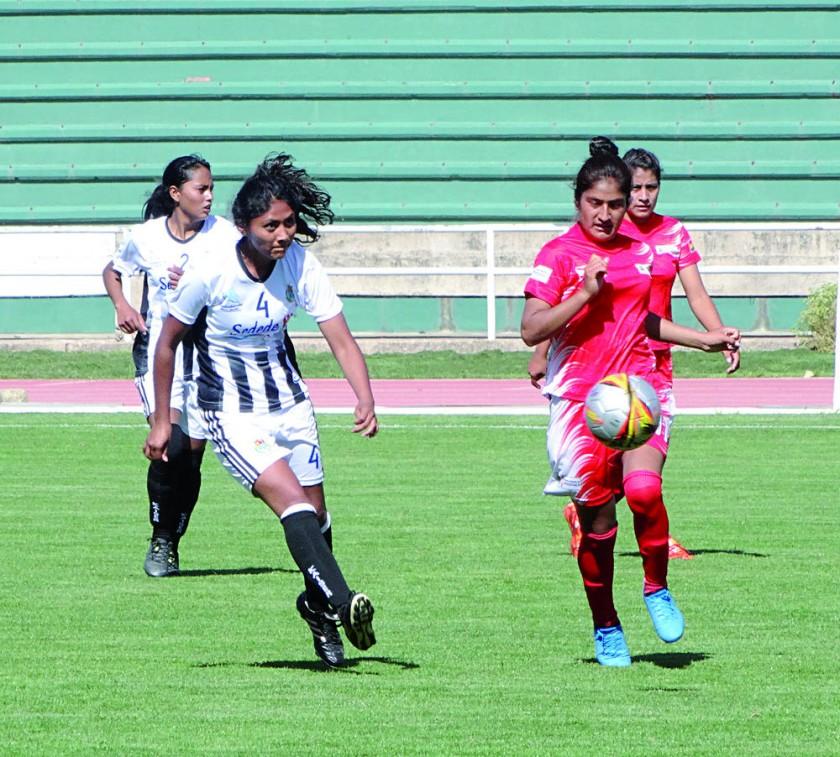 Uno de los pasajes del partido del equipo femenino de Chuquisaca.