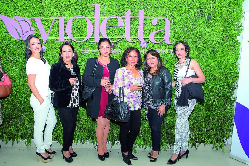 Fabiana Cabrera, Giovanna Rocha, Dolly Villavicencio, Martha Taboada, Carola Lenz y Alejandra Barzón.