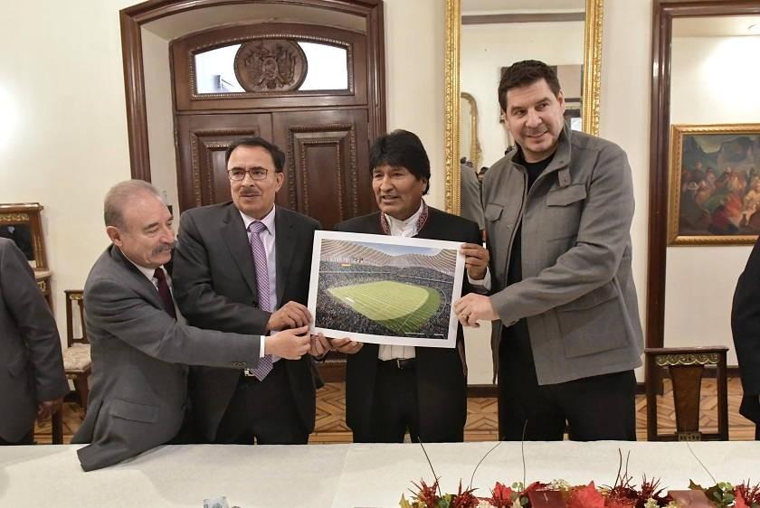 Evo Morales y Marcelo Claure junto a los dirigentes de Bolívar y The Strongest. Foto: ABI