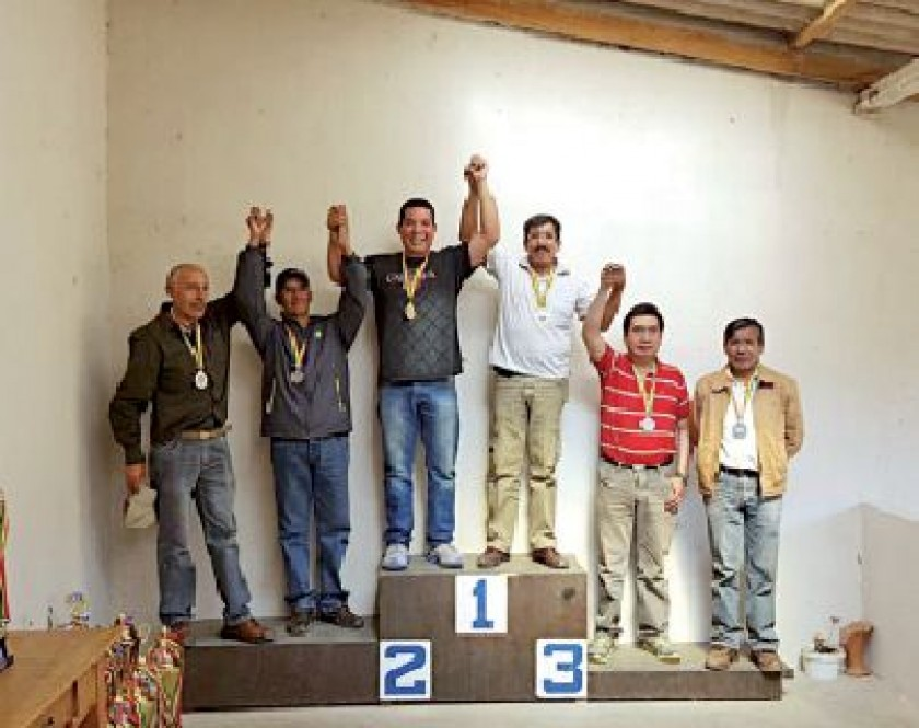 Ayer se disparó la primera especialidad del nacional de tiro; abajo, el podio de la categoría por equipos.